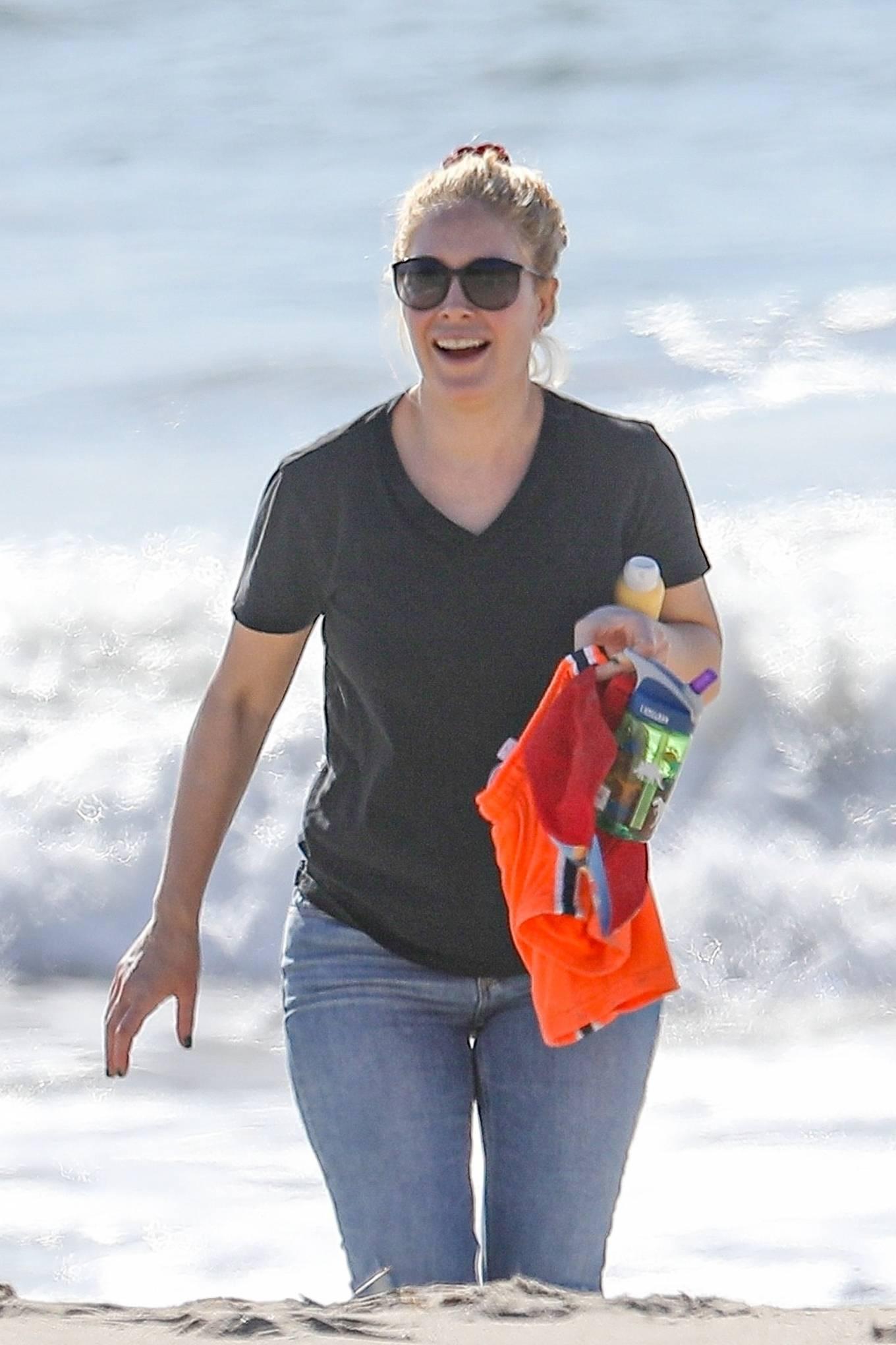 Heidi Montag - Walk on the beach in Santa Monica