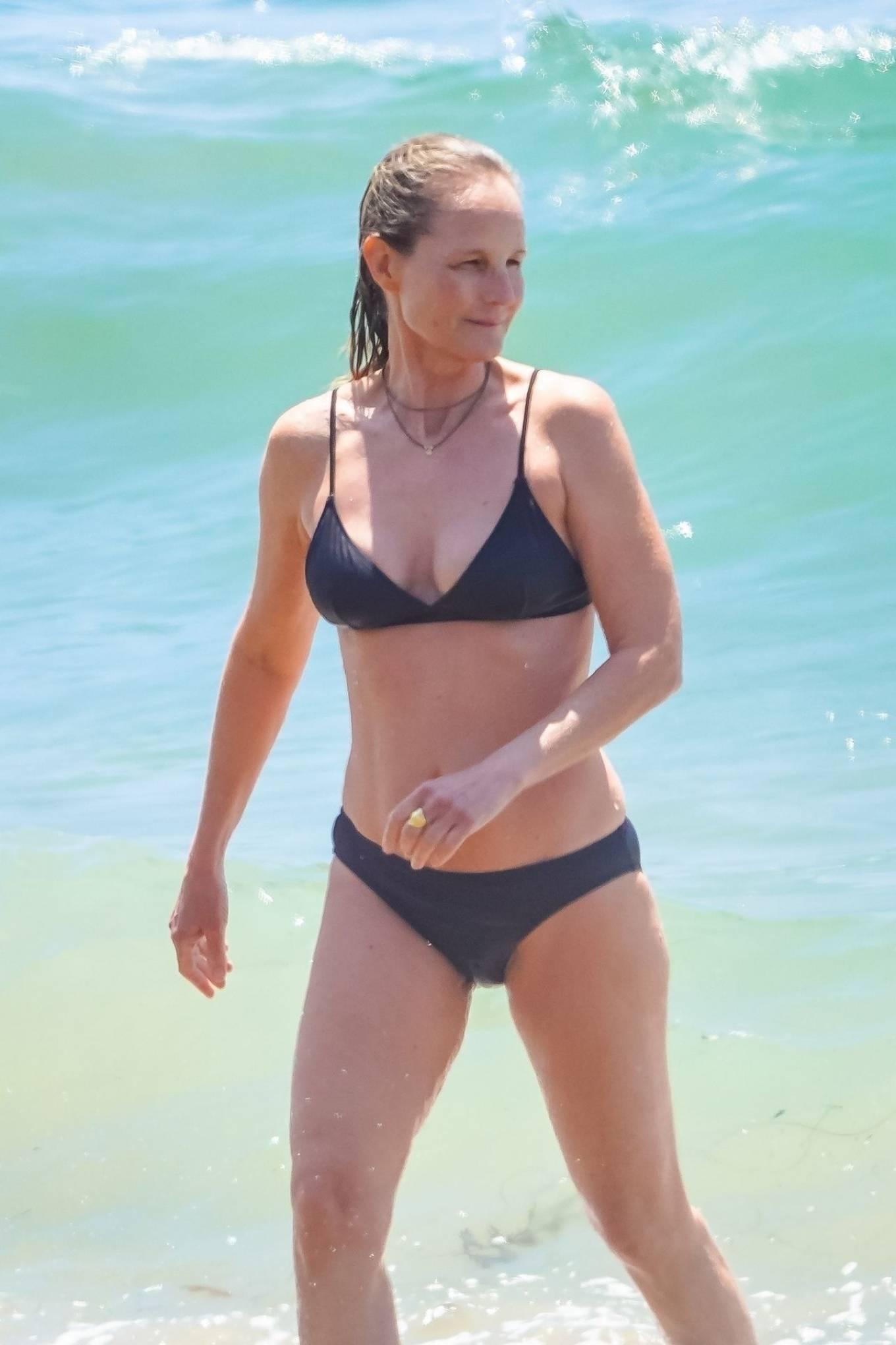 Helen Hunt - Bikini candids in Malibu