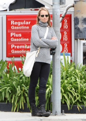 Helen Hunt - Heading to the Brentwood Country Mart