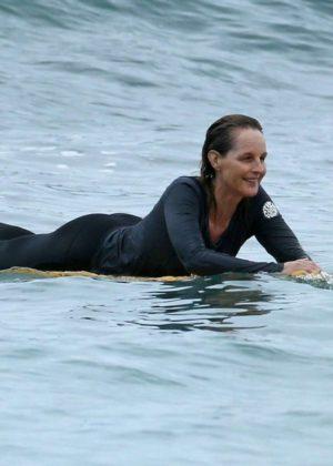 Helen Hunt in Bikini Top on the beach in Hawaii Pic 10 of 35