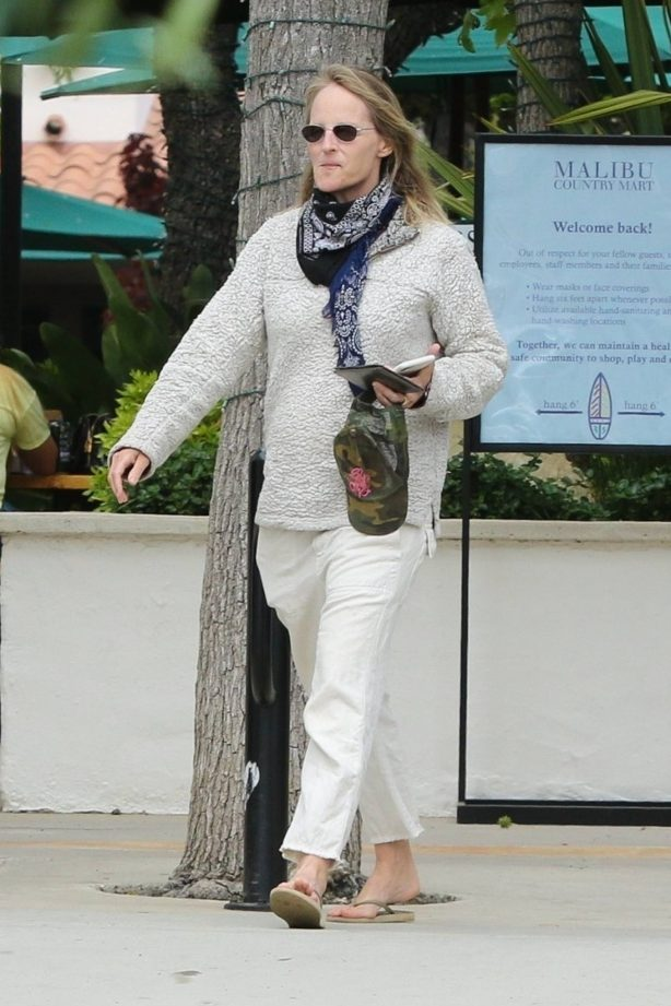 Helen Hunt - Out for a coffee at the Malibu Country mart