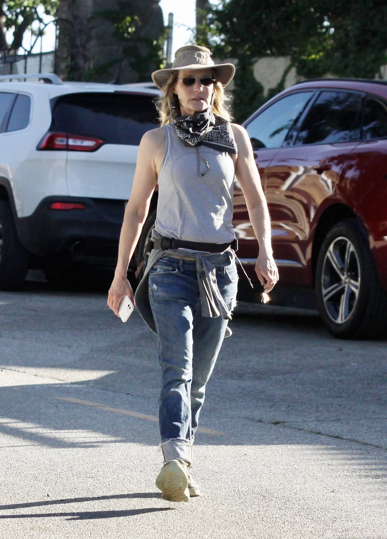 Helen Hunt - Out in Brentwood