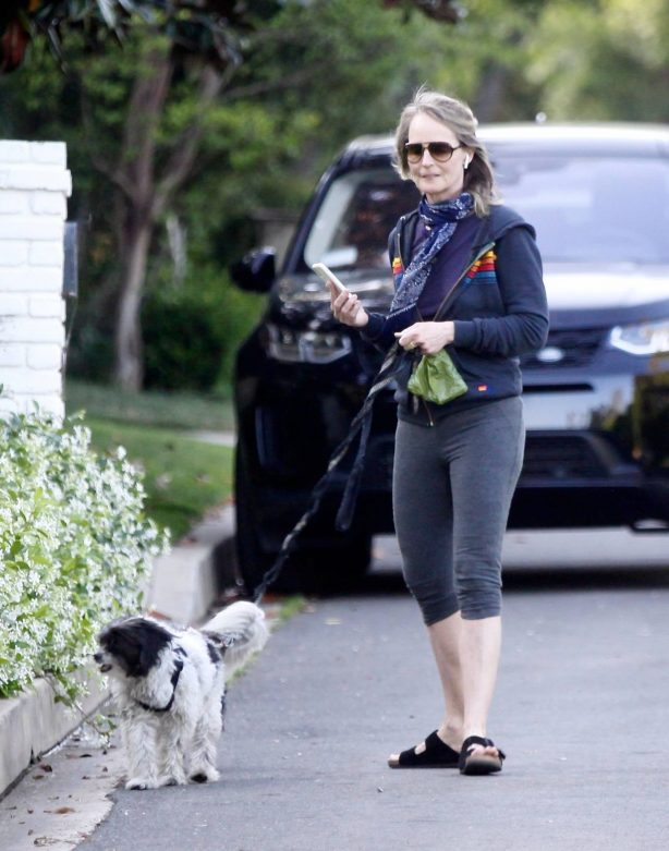 Helen Hunt - Takes her little dogs for a walk in Brentwood