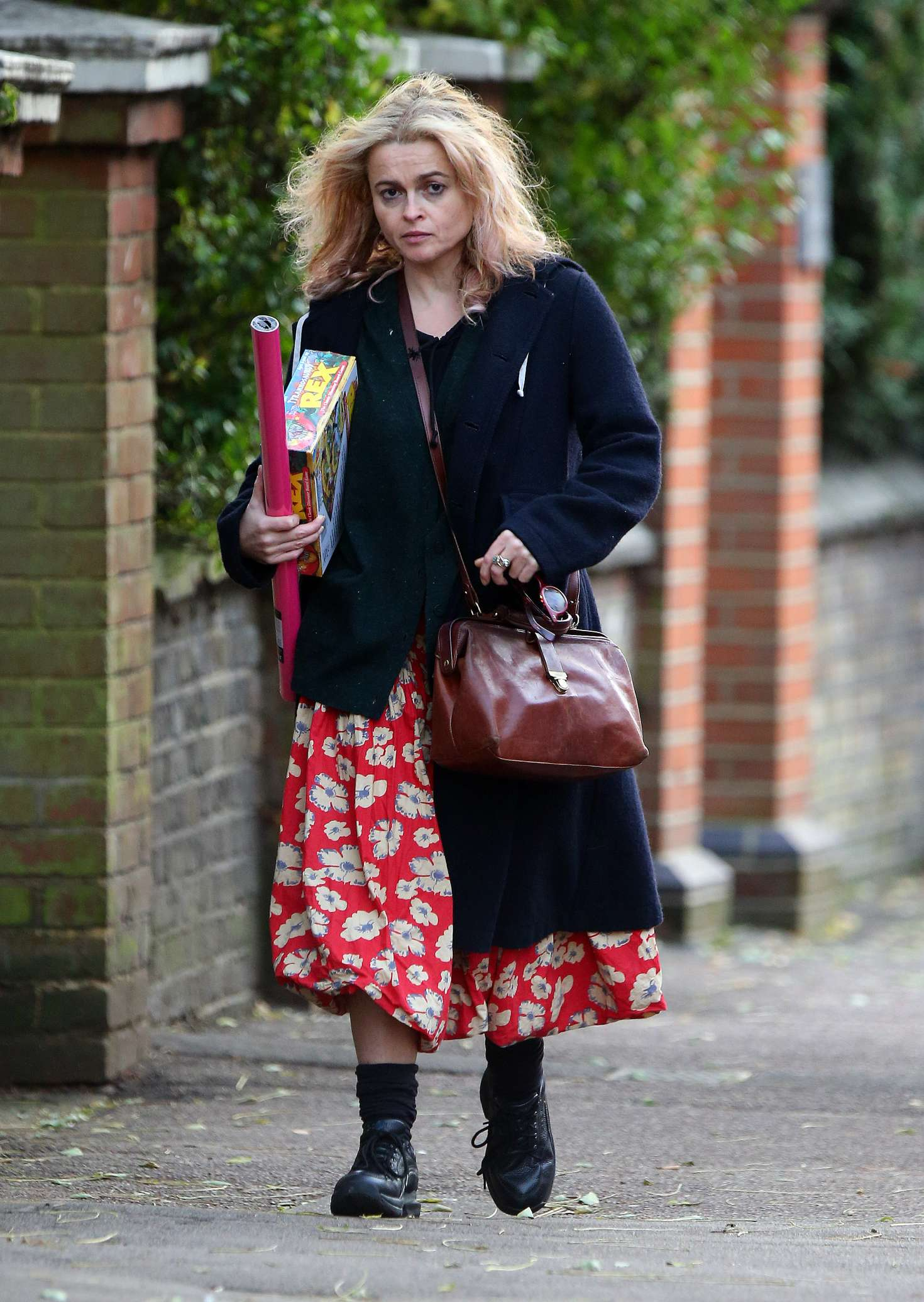 Helena Bonham Carter 2016 : Helena Bonham Carter: Christmas Shopping in London -05