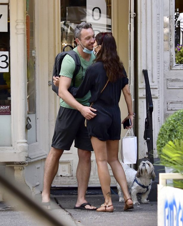 Helena Christensen - With a mystery man in NYC