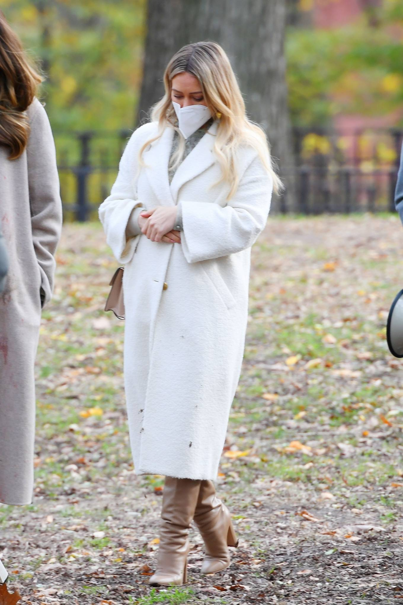 Hilary Duff 2020 : Hilary Duff and Sutton Foster – on the set of Younger in NYC-03