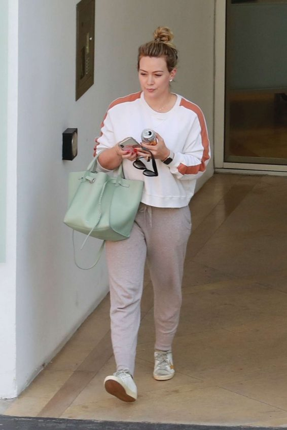 Hilary Duff - Arrives at a medical building in Beverly Hills