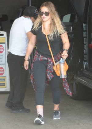 Hilary Duff arrives at Rise Nation for a morning workout in LA