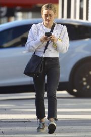 Hilary Duff - Arrives to a nail salon in Los Angeles