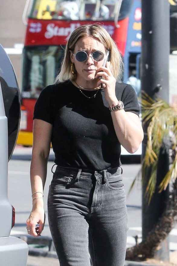 Hilary Duff - Arrives to a skin care center in West Hollywood
