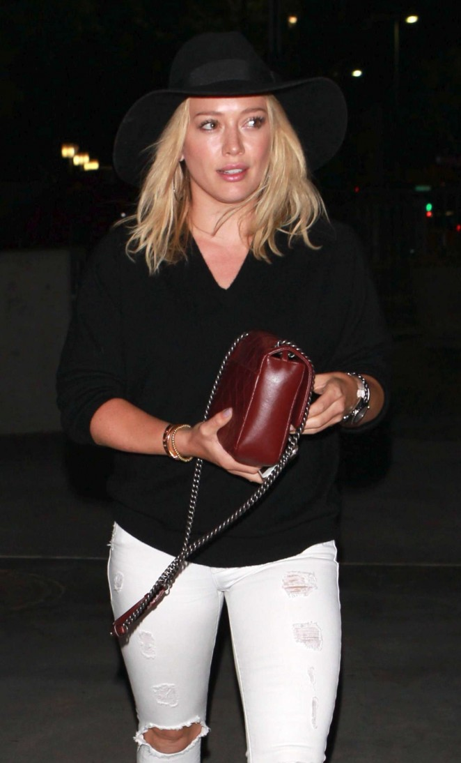 Hilary Duff – Arriving at the Taylor Swift concert in LA