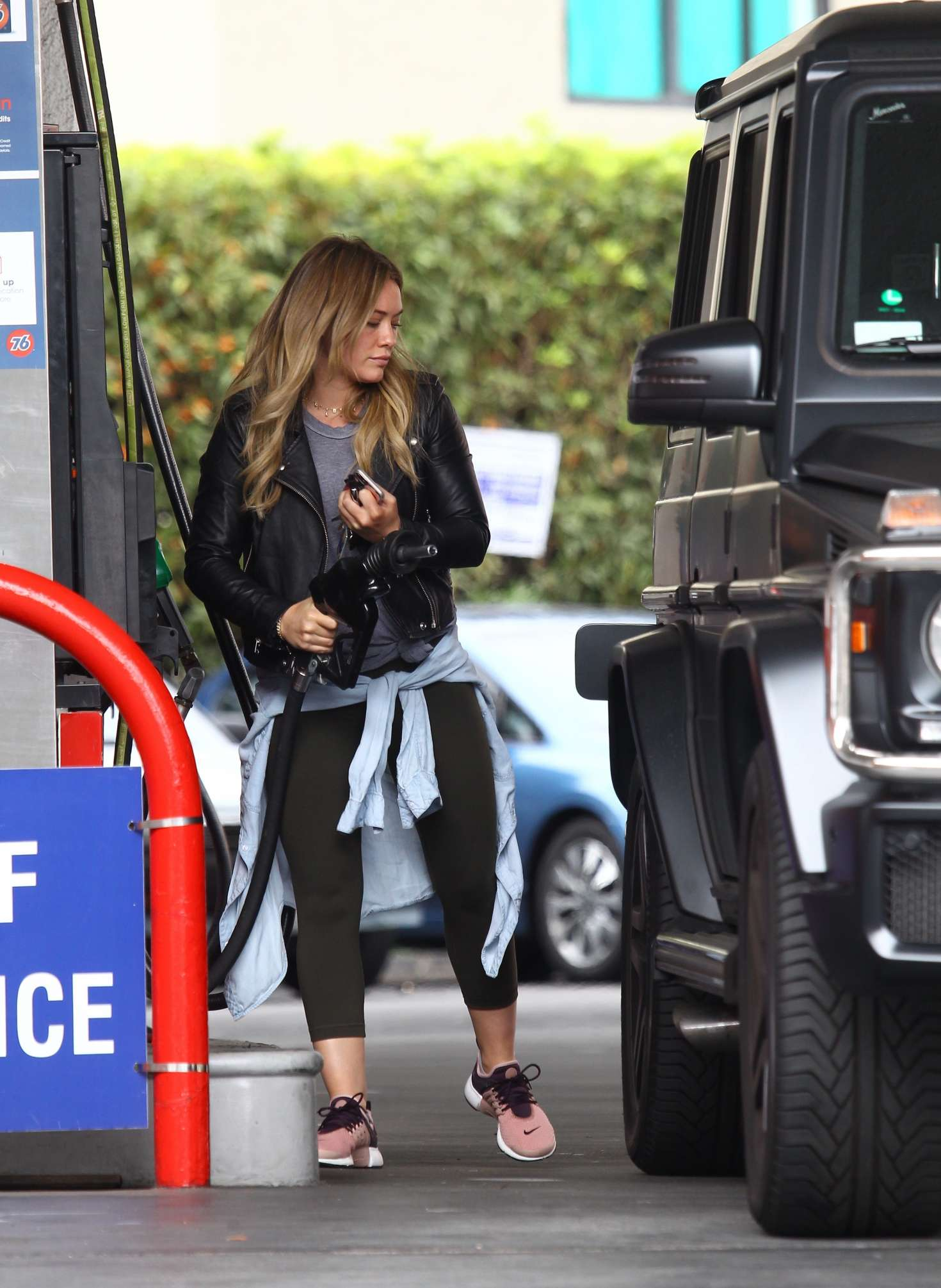 Hilary Duff 2016 : Hilary Duff at a gas station -04