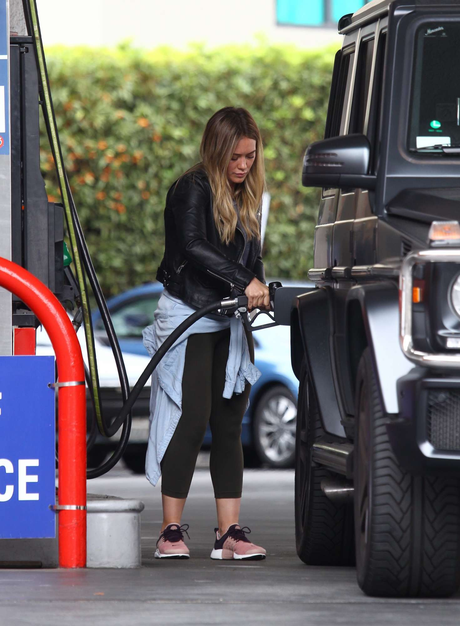 Hilary Duff 2016 : Hilary Duff at a gas station -05