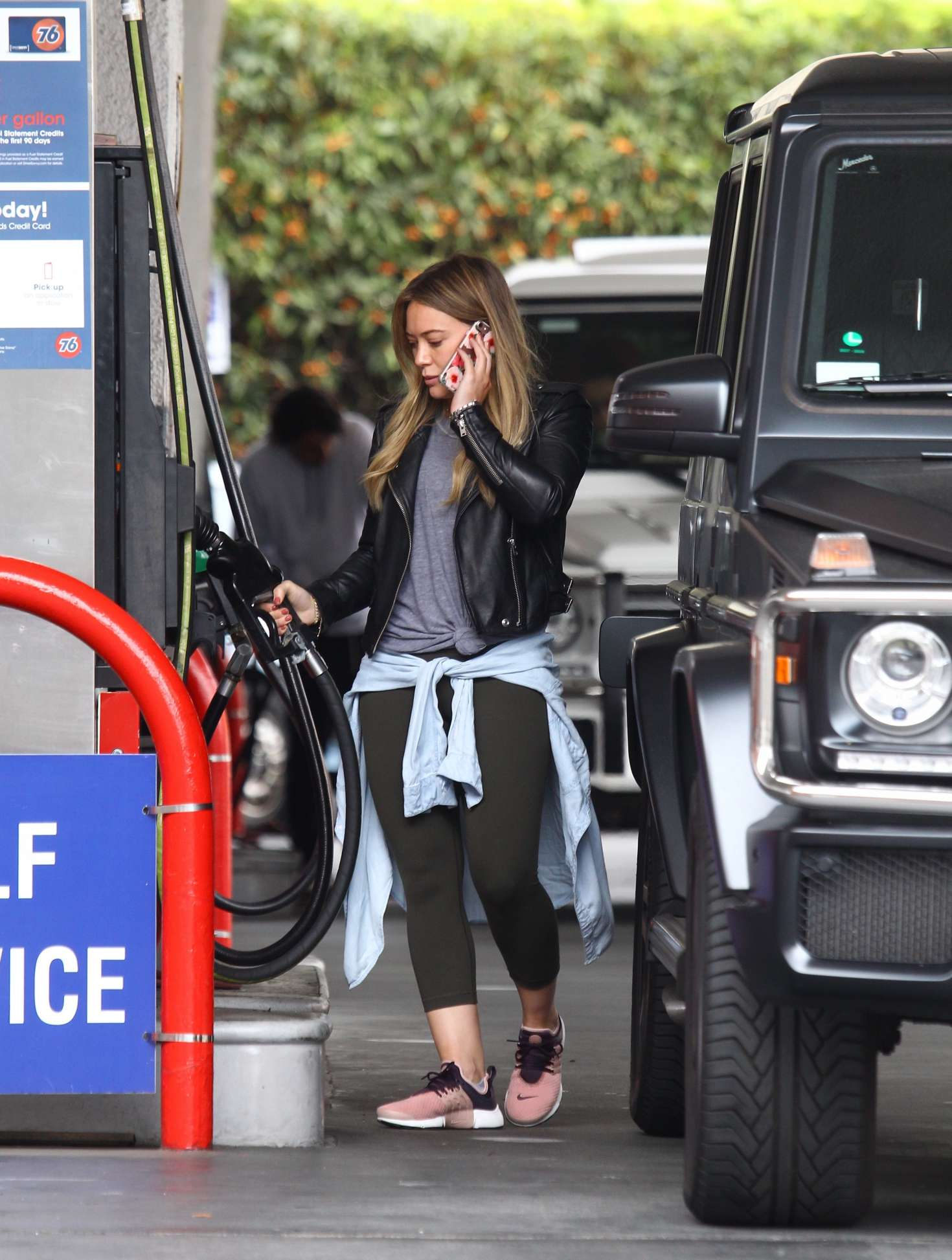 Hilary Duff 2016 : Hilary Duff at a gas station -06