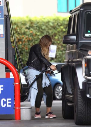 Hilary Duff at a gas station -07