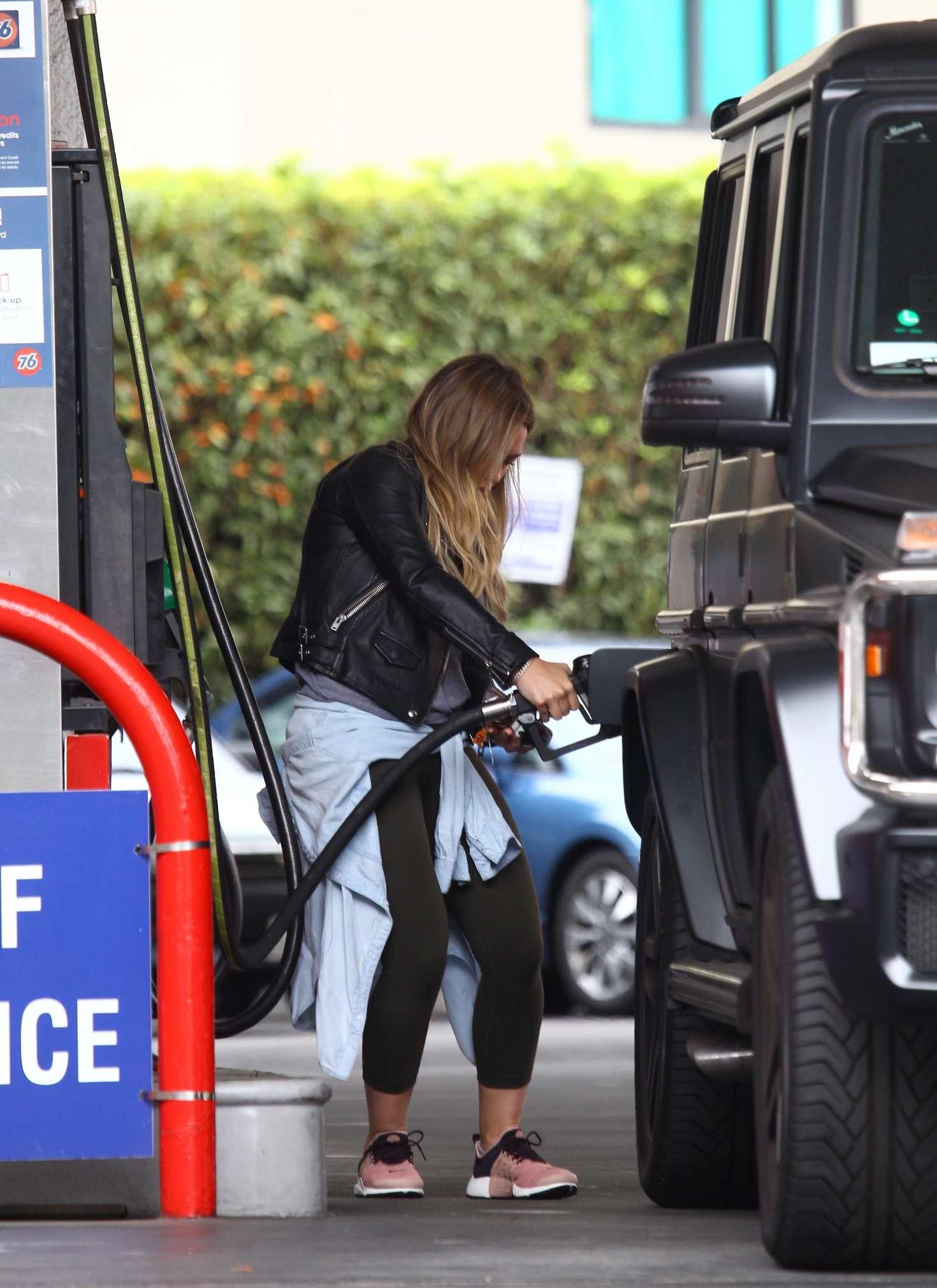 Hilary Duff 2016 : Hilary Duff at a gas station -07