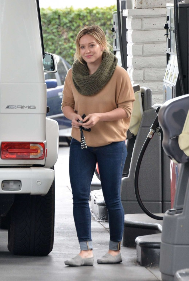 Hilary Duff 2016 : Hilary Duff at a gas station -11