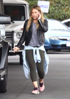 Hilary Duff at a gas station -12