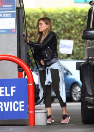 Hilary Duff at a gas station -13