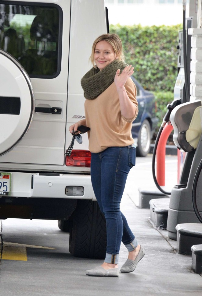 Hilary Duff 2016 : Hilary Duff at a gas station -13