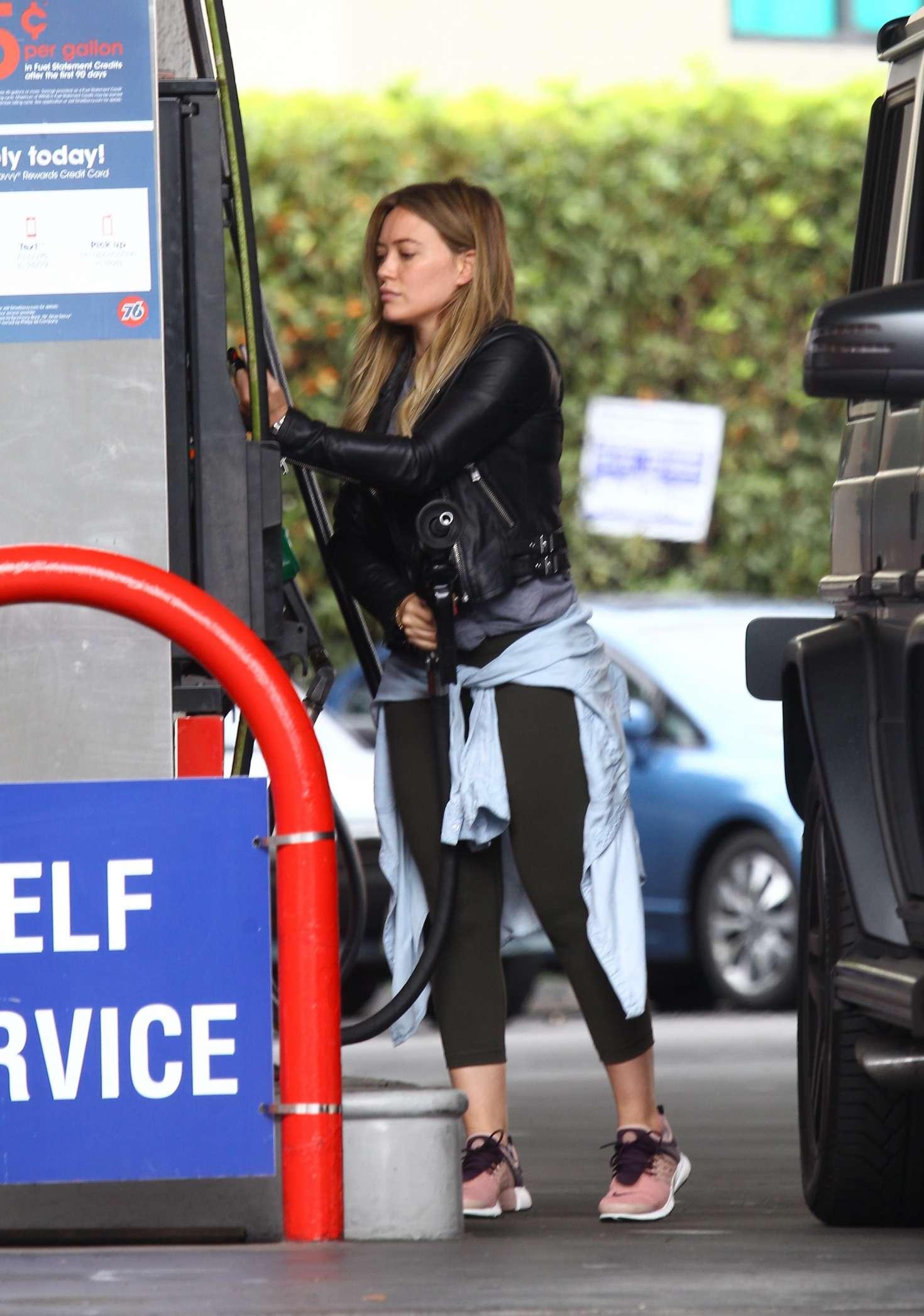 Hilary Duff 2016 : Hilary Duff at a gas station -13