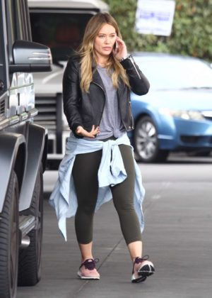 Hilary Duff at a gas station -16