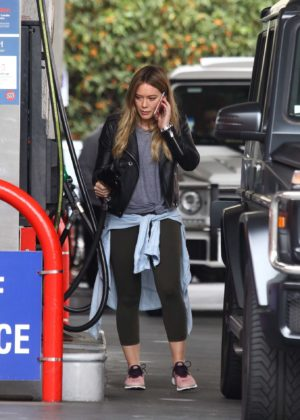 Hilary Duff at a gas station -17