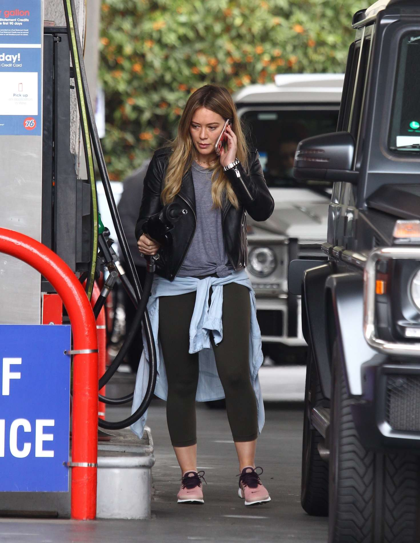 Hilary Duff 2016 : Hilary Duff at a gas station -17