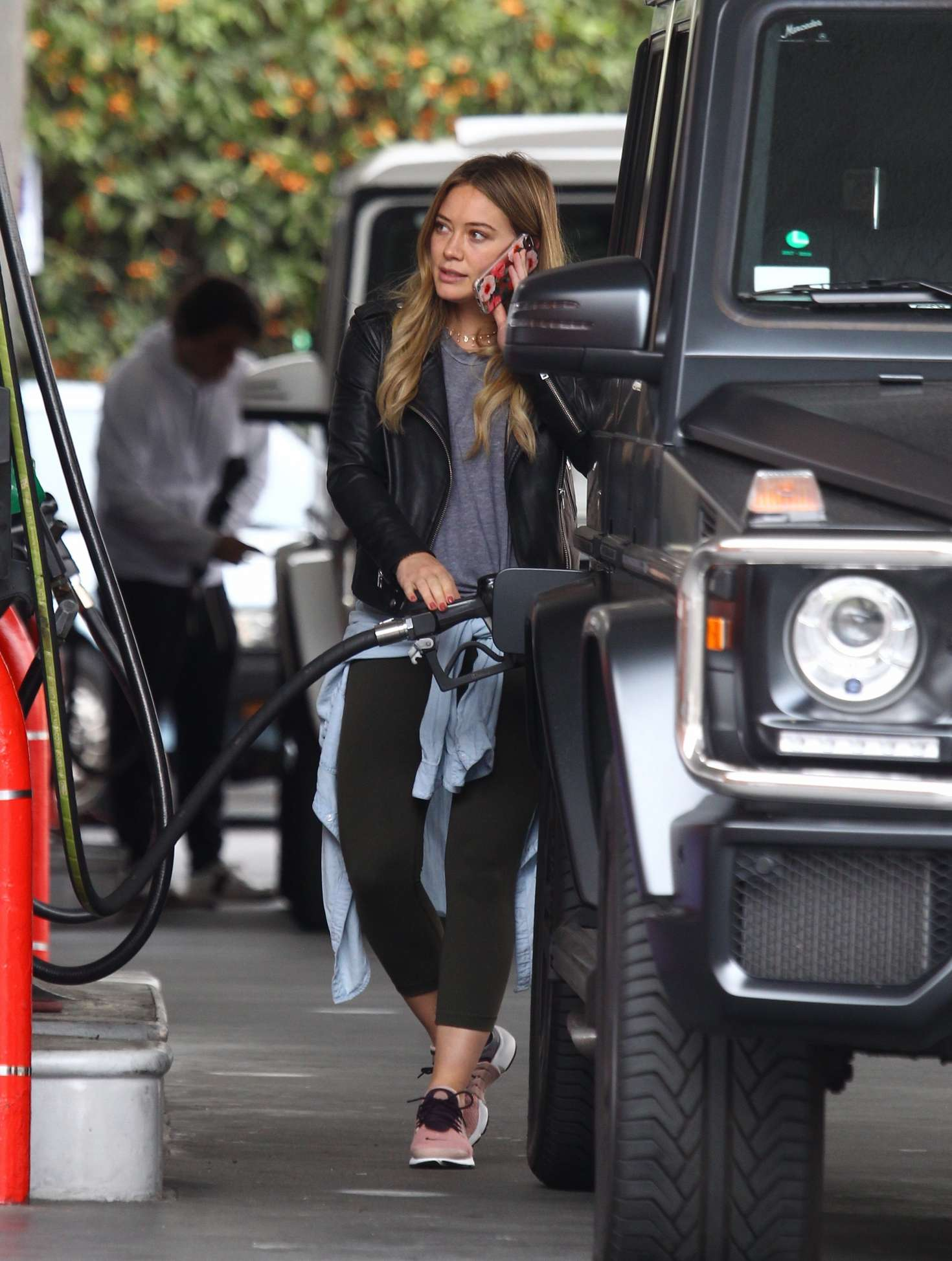 Hilary Duff 2016 : Hilary Duff at a gas station -18