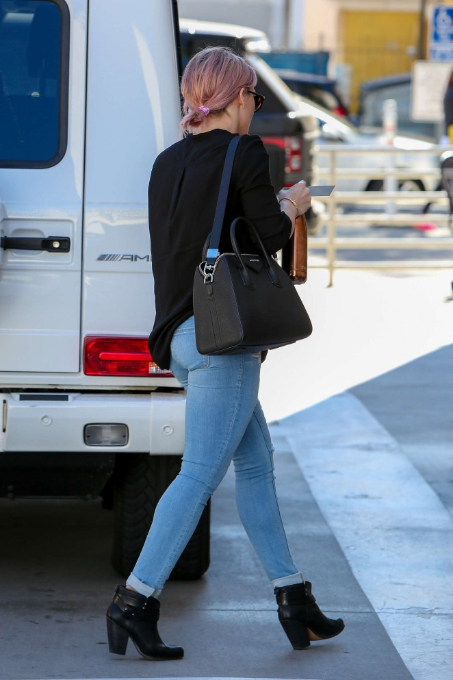 Hilary Duff in Tight Jeans -03
