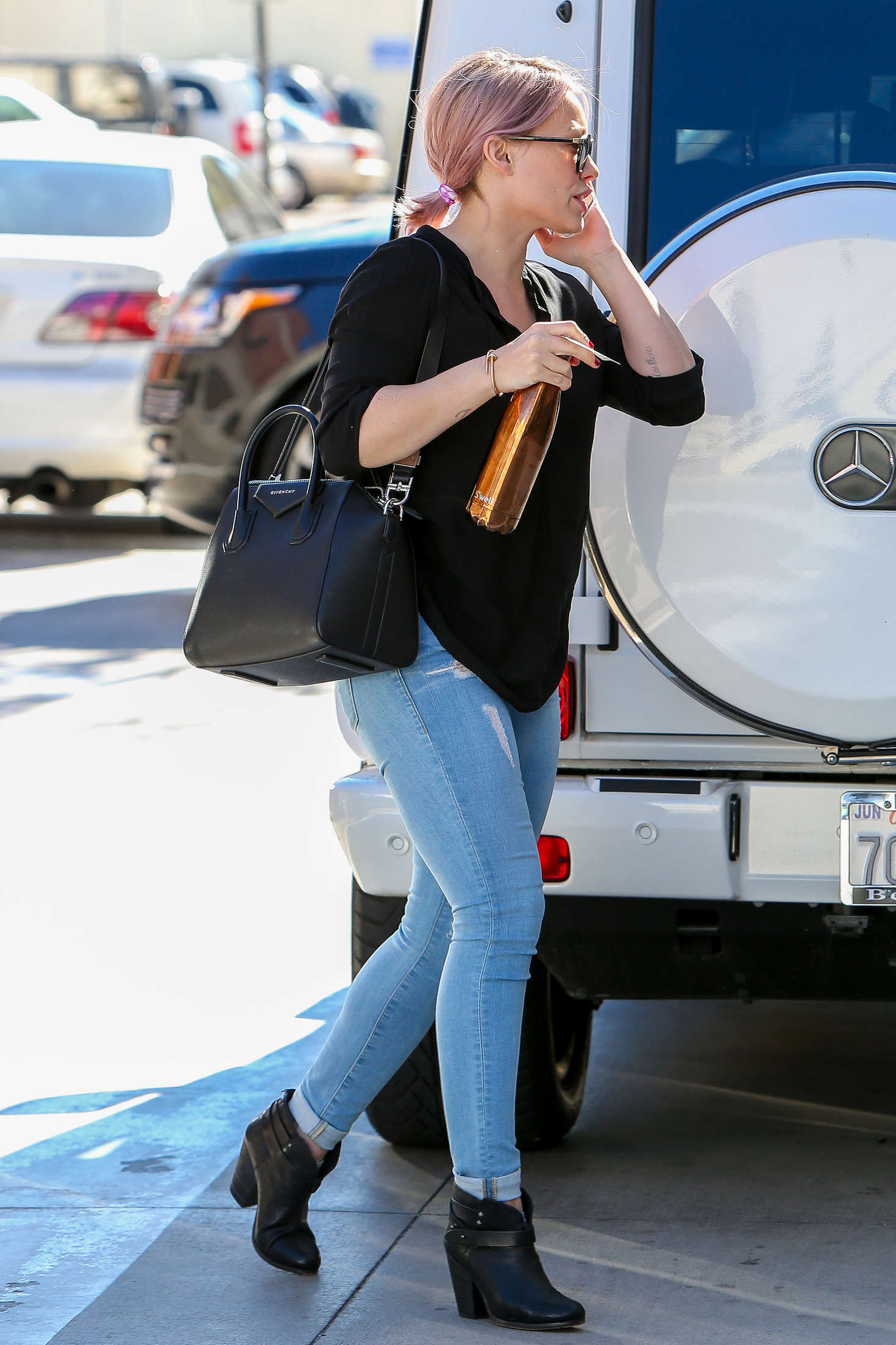 Hilary Duff in Tight Jeans -06