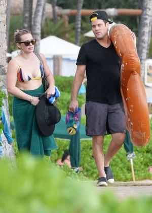 Hilary Duff in Bikini -29