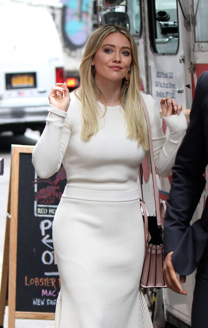 Hilary Duff - Filming a scene at the 'Younger' set in Red Hook
