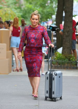 Hilary Duff - Filming a Scene for 'Younger' in New York