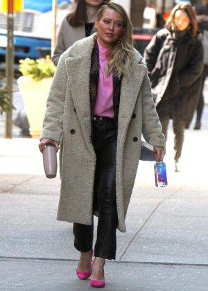 Hilary Duff - Filming 'Younger' Set in NYC