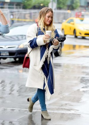Hilary Duff - Getting coffee in NYC