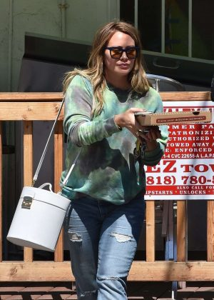 Hilary Duff - Getting pizza in Studio City