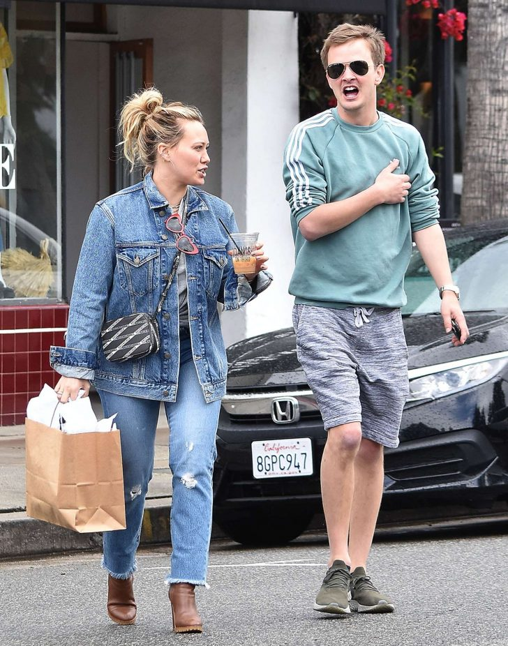 Hilary Duff: Going to Joans On Third to grab a coffee -05