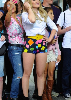 Hilary Duff in Tiny Shorts -06