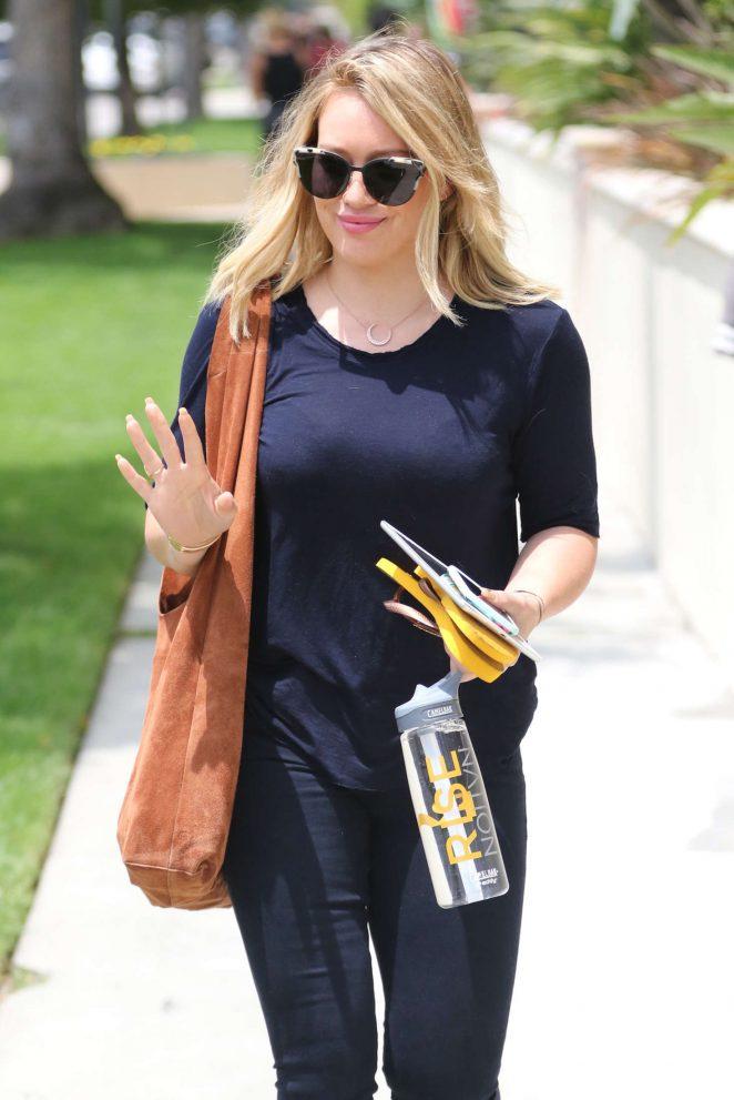 Hilary Duff in Blue Jeans -08