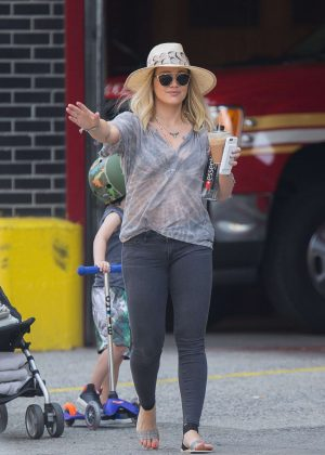 Hilary Duff in Jeans hail a cab in New York City