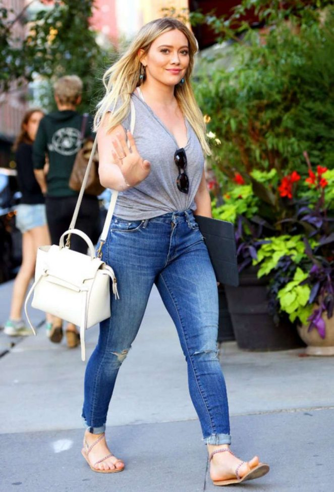 Hilary Duff in Jeans -01