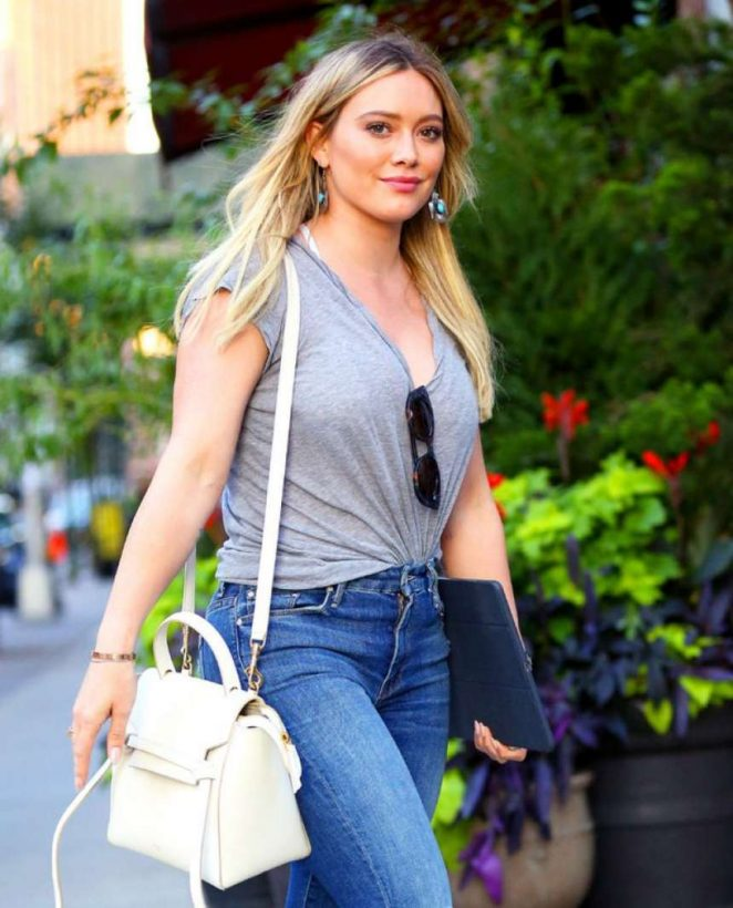 Hilary Duff in Jeans -05