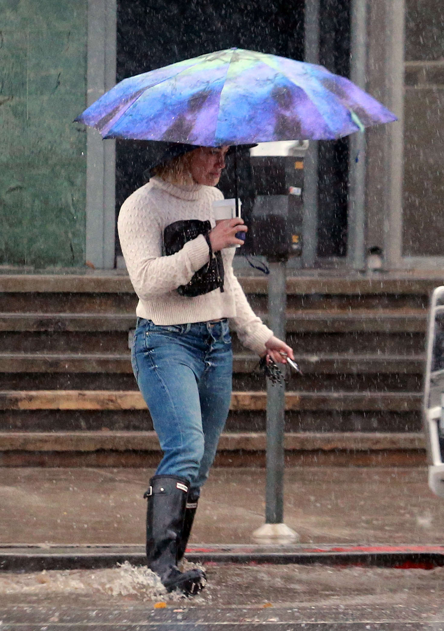 Hilary Duff 2016 : Hilary Duff in Jeans out on a rainy day -02