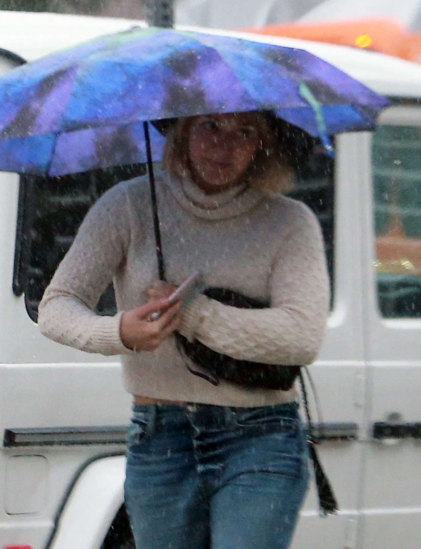 Hilary Duff 2016 : Hilary Duff in Jeans out on a rainy day -04