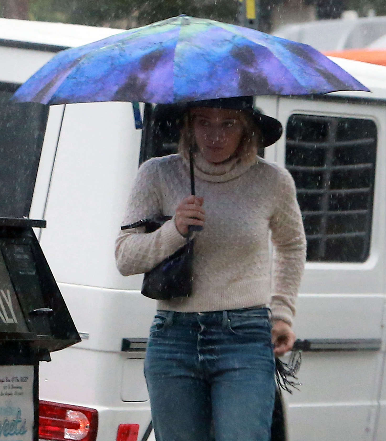 Hilary Duff 2016 : Hilary Duff in Jeans out on a rainy day -05