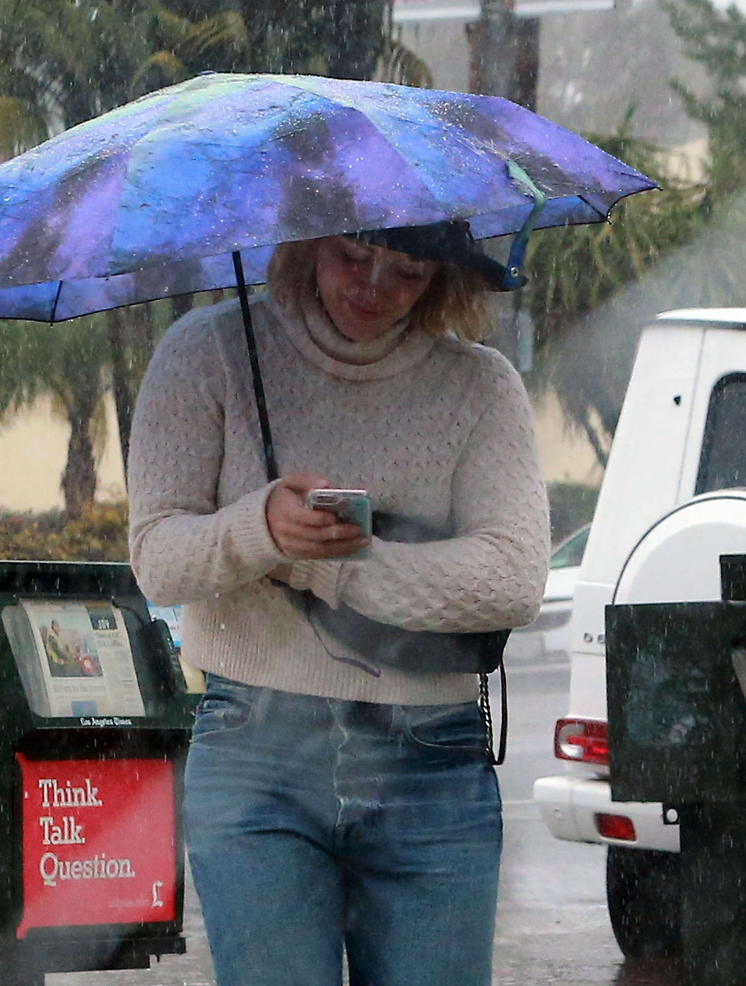 Hilary Duff 2016 : Hilary Duff in Jeans out on a rainy day -06