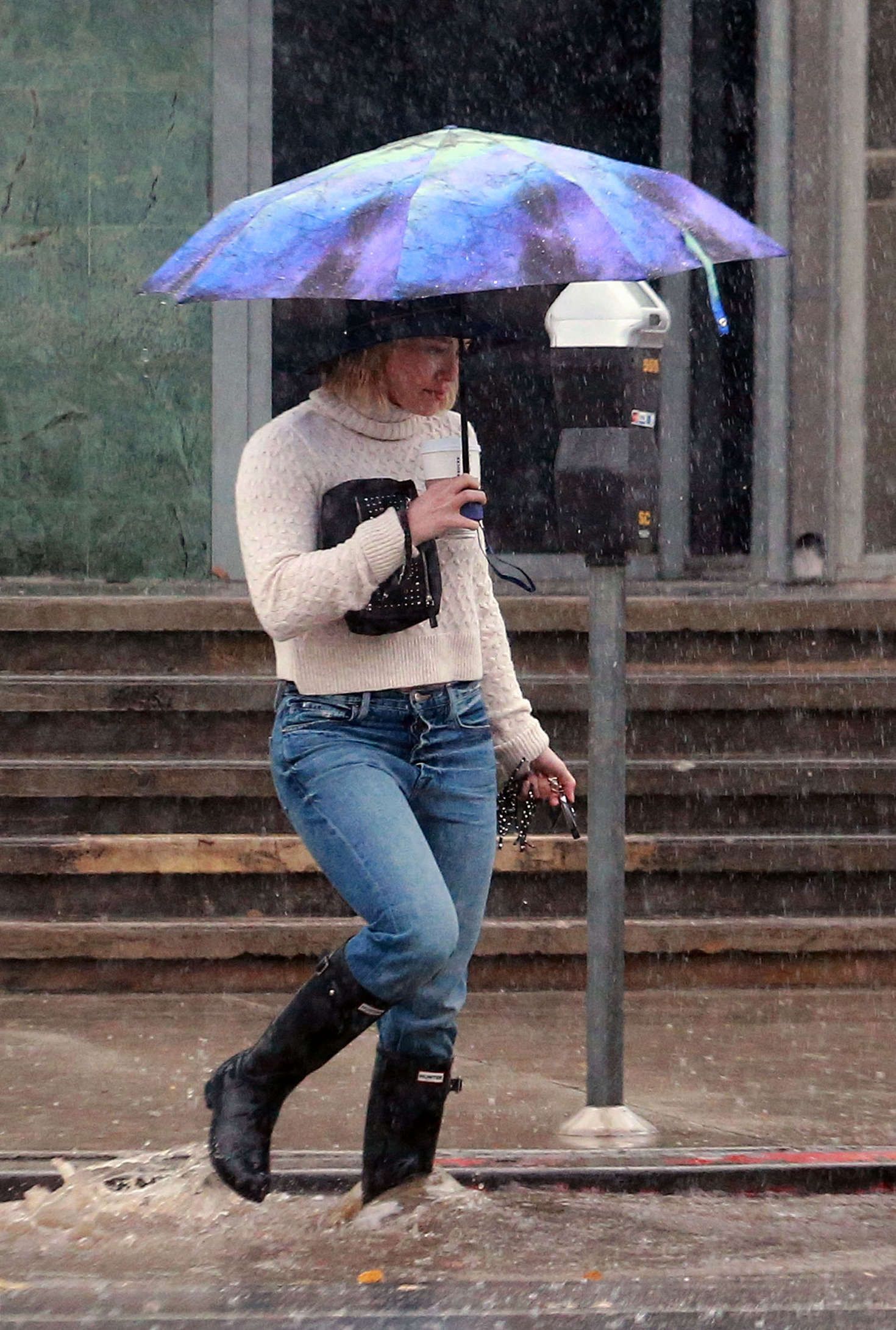 Hilary Duff 2016 : Hilary Duff in Jeans out on a rainy day -09