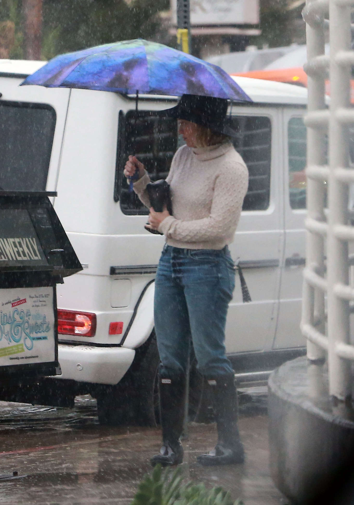 Hilary Duff 2016 : Hilary Duff in Jeans out on a rainy day -10