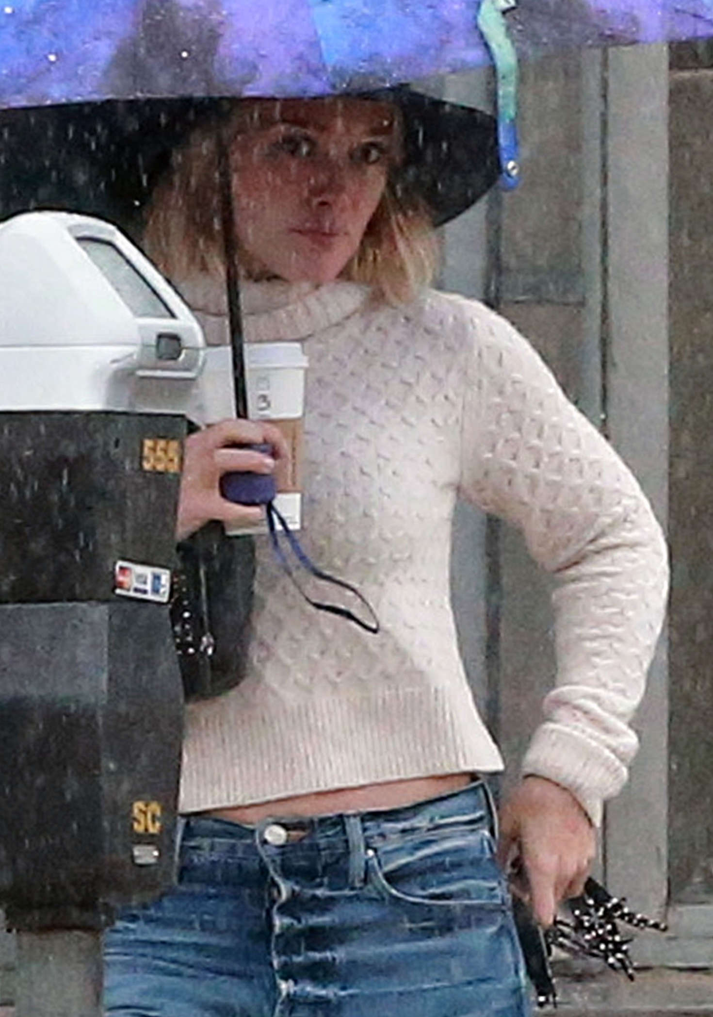 Hilary Duff 2016 : Hilary Duff in Jeans out on a rainy day -13